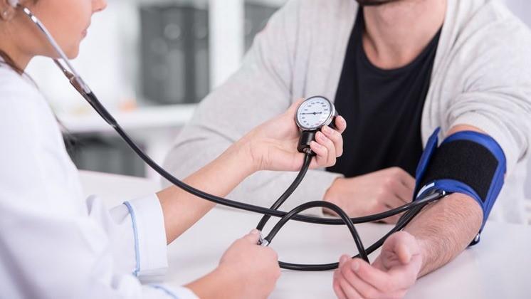 aki képes gyógyítani a magas vérnyomást magas vérnyomású mentőkártya