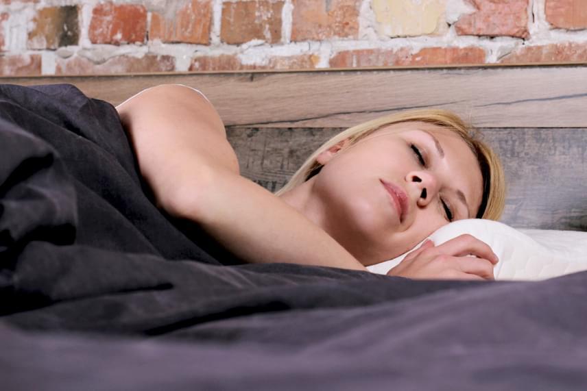 Te melyik oldaladon alszol? Ez lenne a legegészségesebb! - Egészség   Femina