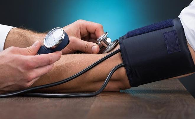 a magas vérnyomás kezelése úszással myotrop szer magas vérnyomás esetén