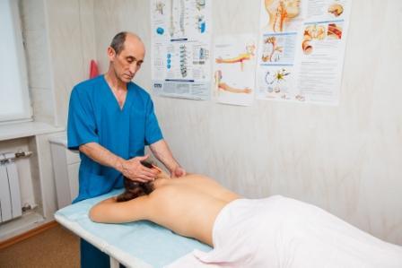 Lumbágó kezelése gerincmasszázzsal