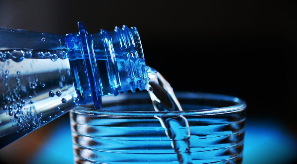 Hipertónia mennyi vizet kell inni naponta, chondrosisból származó magas vérnyomás