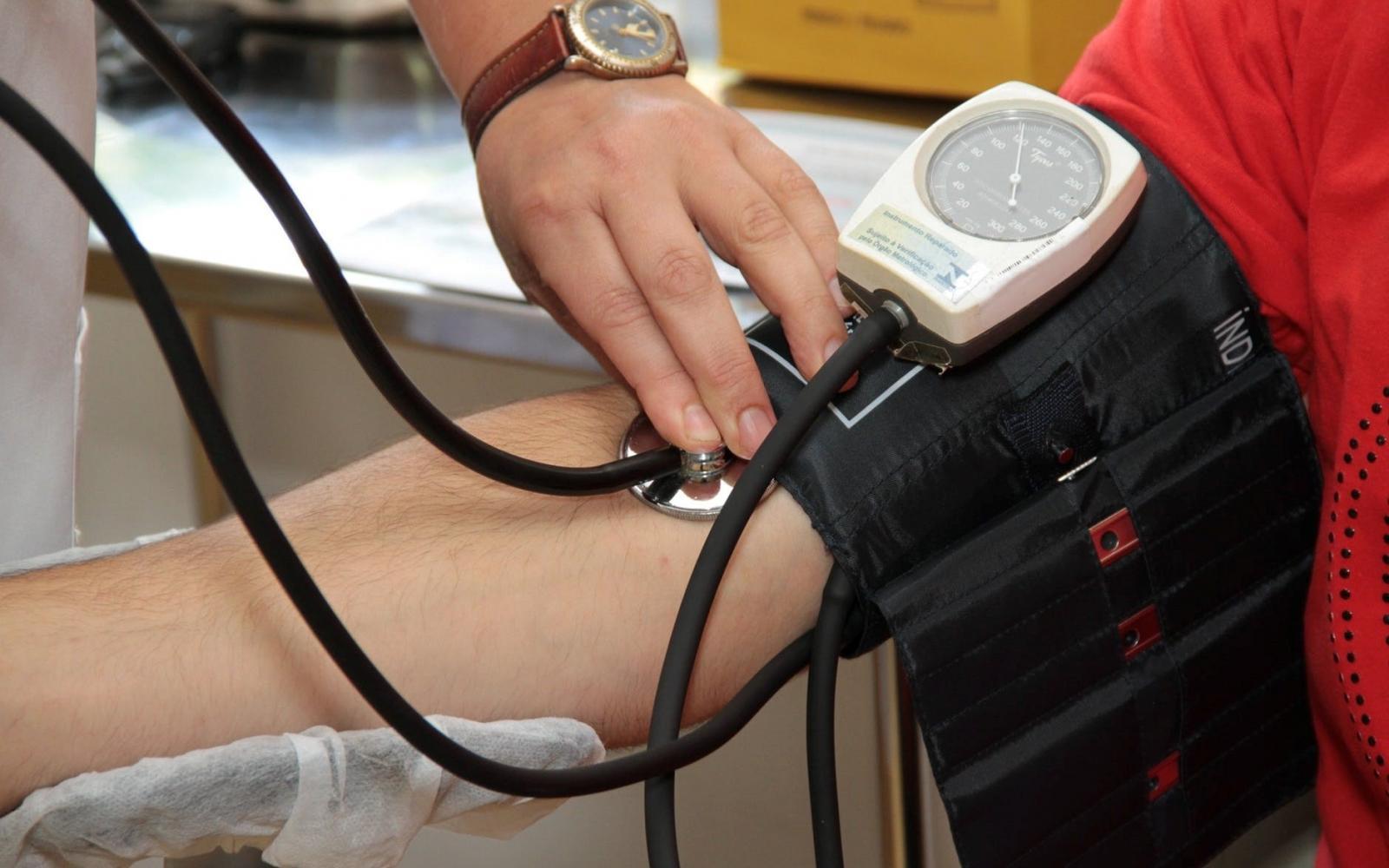 magas vérnyomás orvos bokeria a magas vérnyomás otthoni kezelése népi gyógymódokkal