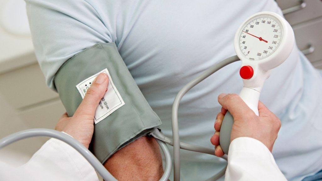 mennyit ihat magas vérnyomás esetén
